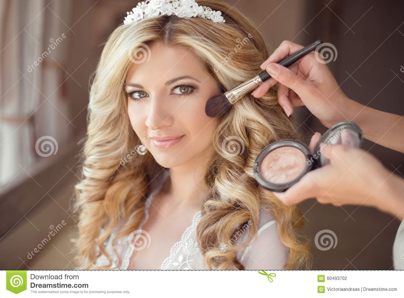 Healthy Hair Styles: Make Up Rouge. Healthy Hair. Beautiful Smiling Bride