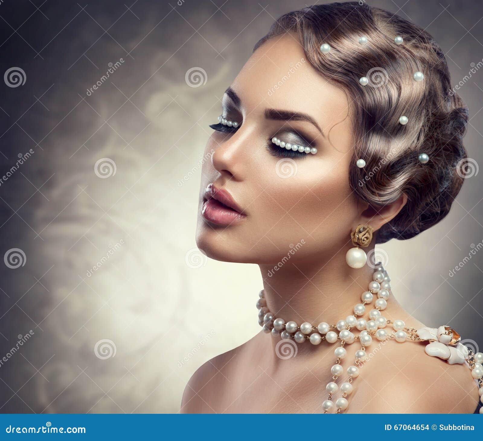 Makeup pryder med pärlor utformat retro