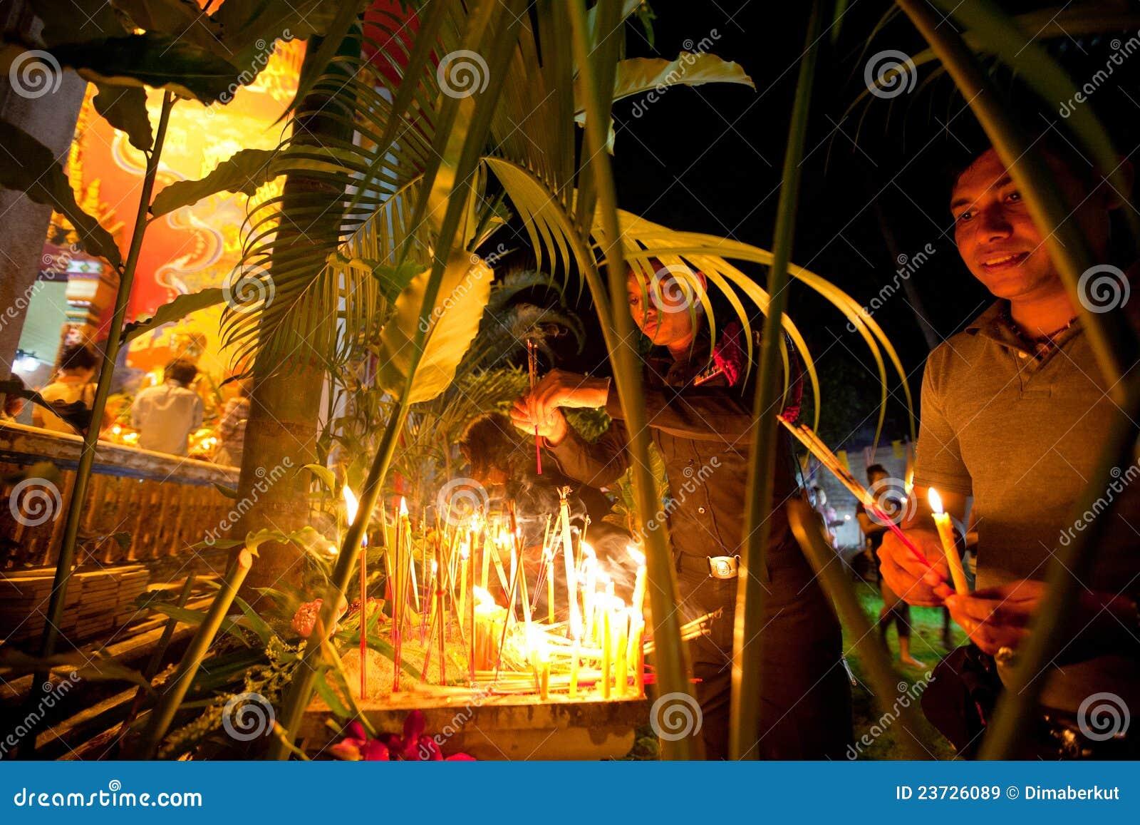 Makha Bucha Zeremonie auf Ko Chang Insel