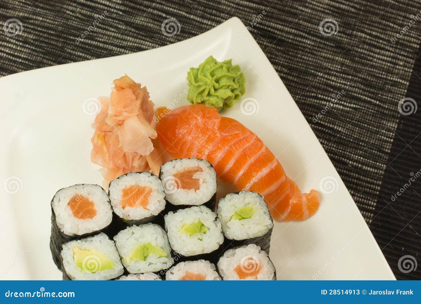 Sehr Maki Rollen Und Nigiri Sushi Auf Einer Platte Stockfotos - Bild  CT83
