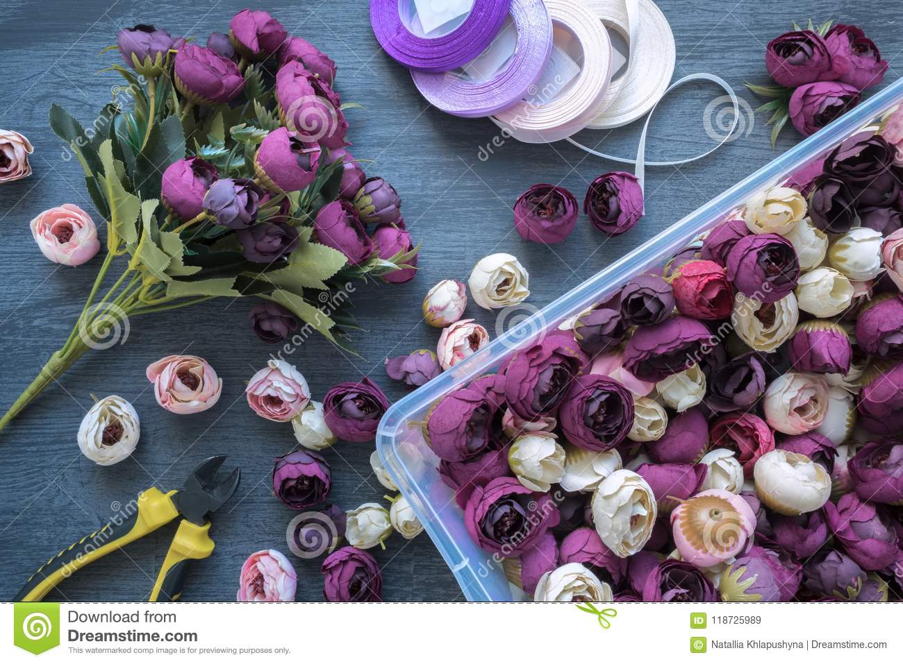 Making a artificial flower bouquet for wedding decorating and download making a artificial flower bouquet for wedding decorating and interiors tools and accessories for junglespirit Image collections