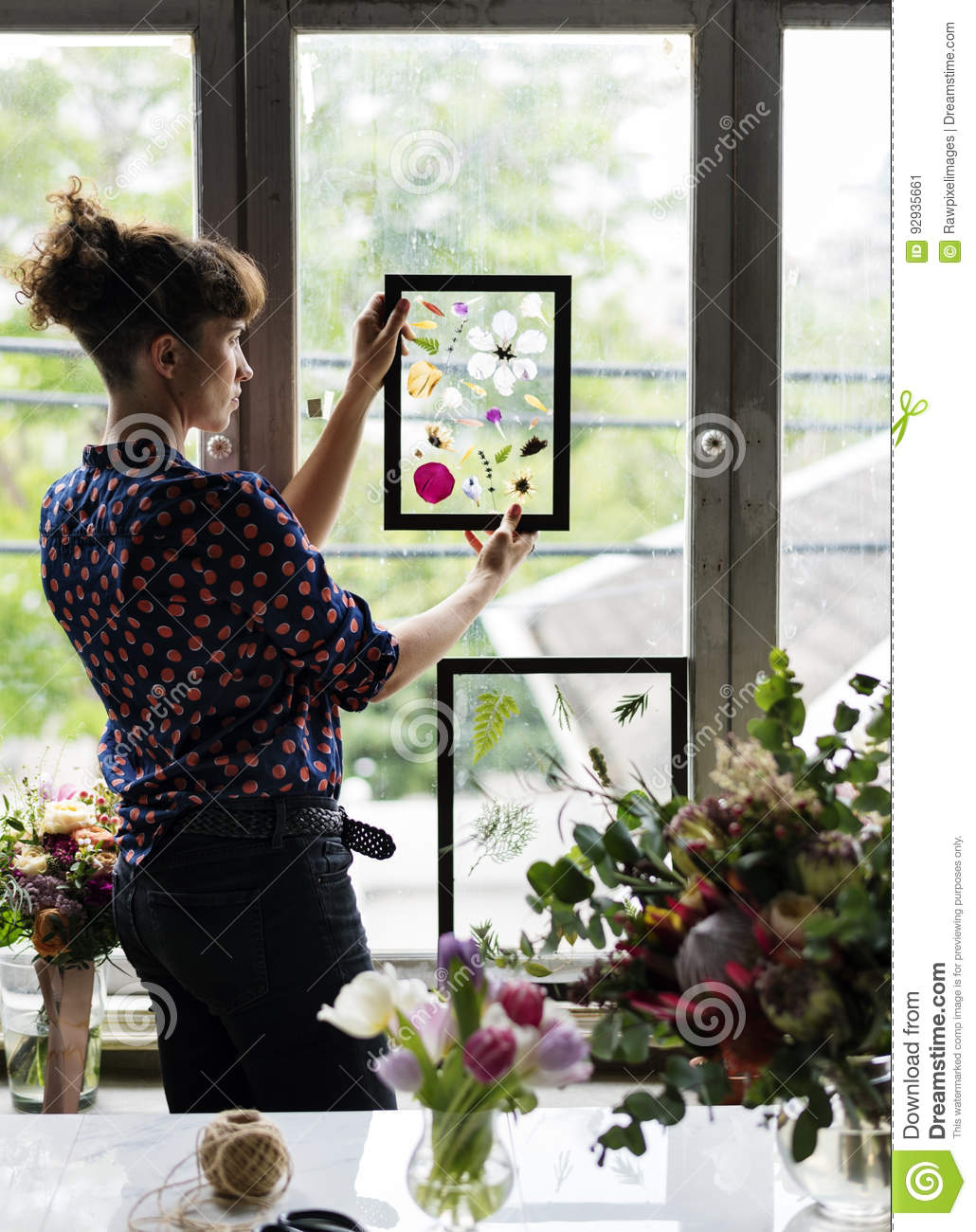 Making Dried Flowers In Glass Frame Hobby Handmade Stock Image Image Of Flora Bunch 92935661
