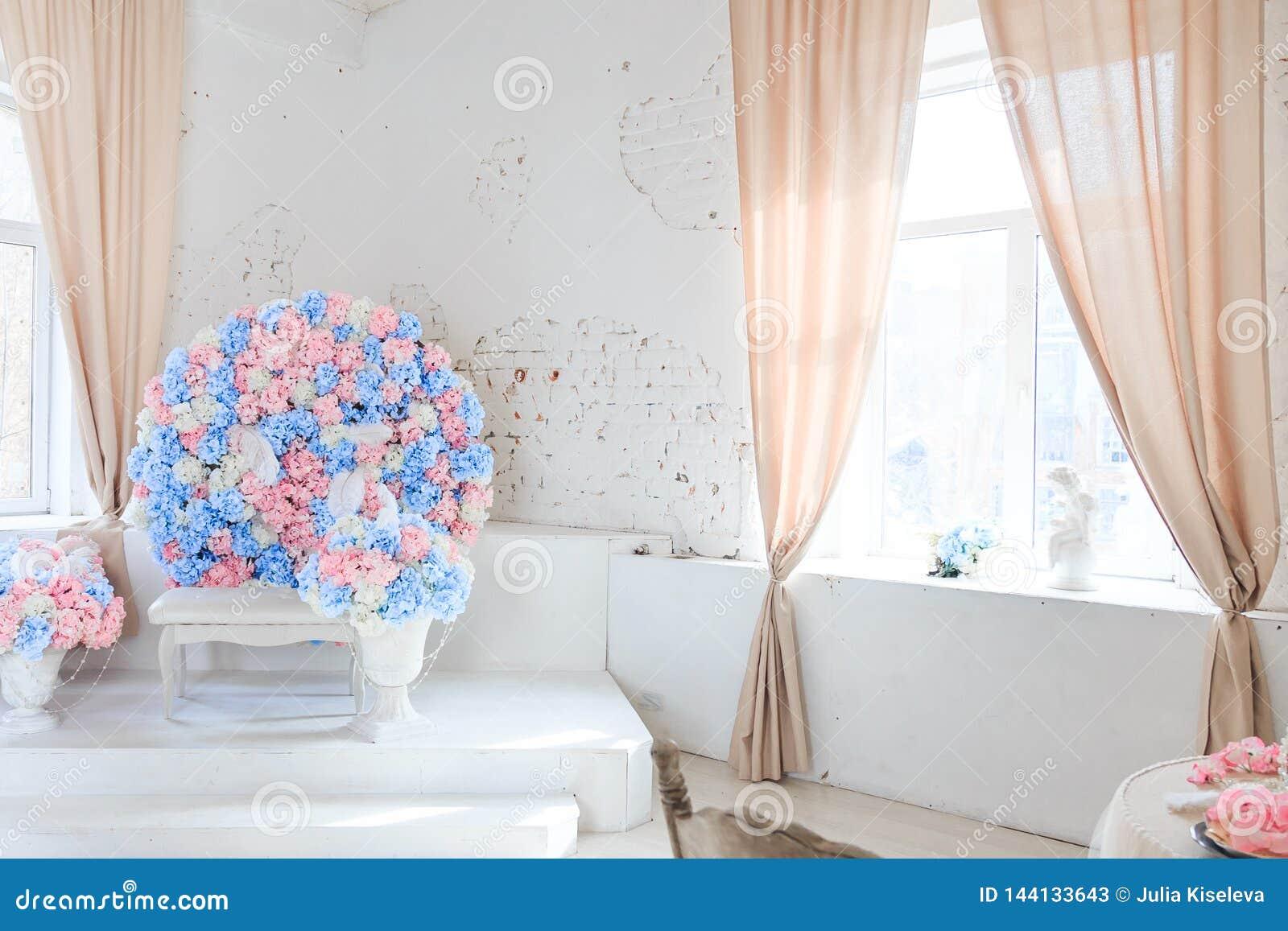 Making flowers spacious bright room.