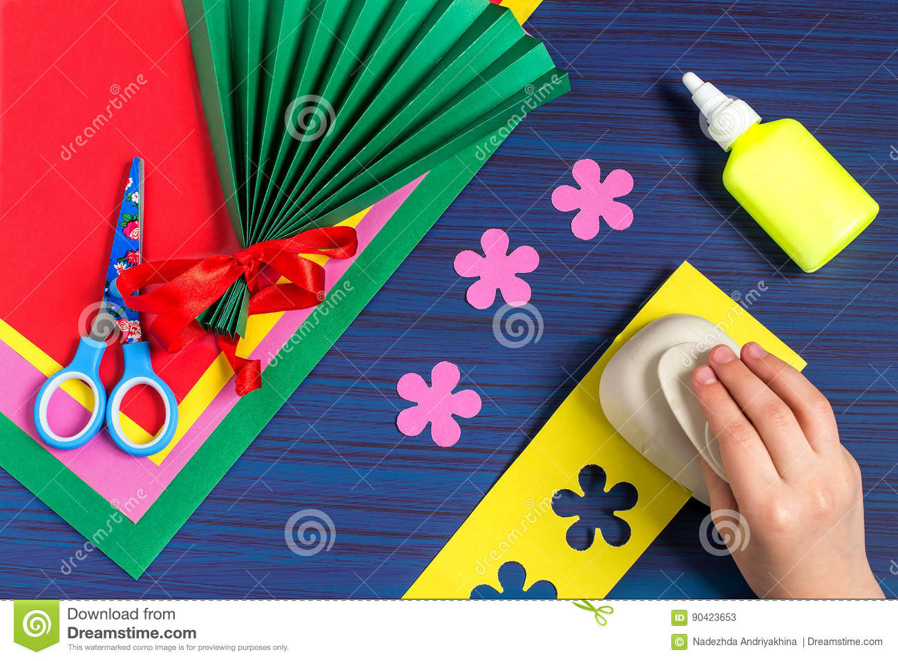 Making Gift For Mothers Day By The Child Step 4 Stock Image