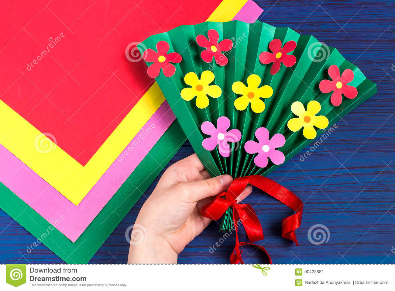 Making Gift For Mother S Day By The Child Step 7 Stock Image