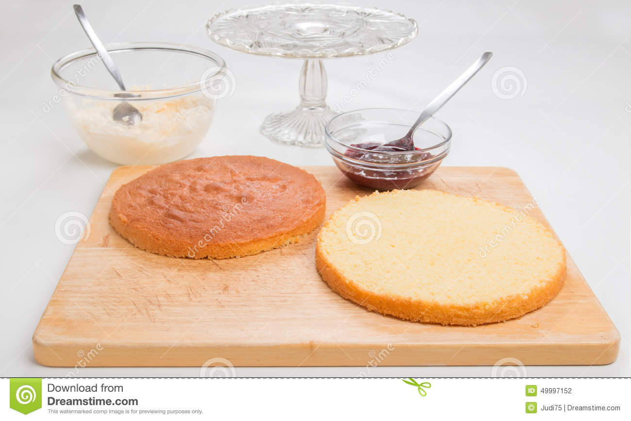 Making A Tiered Sponge Cake