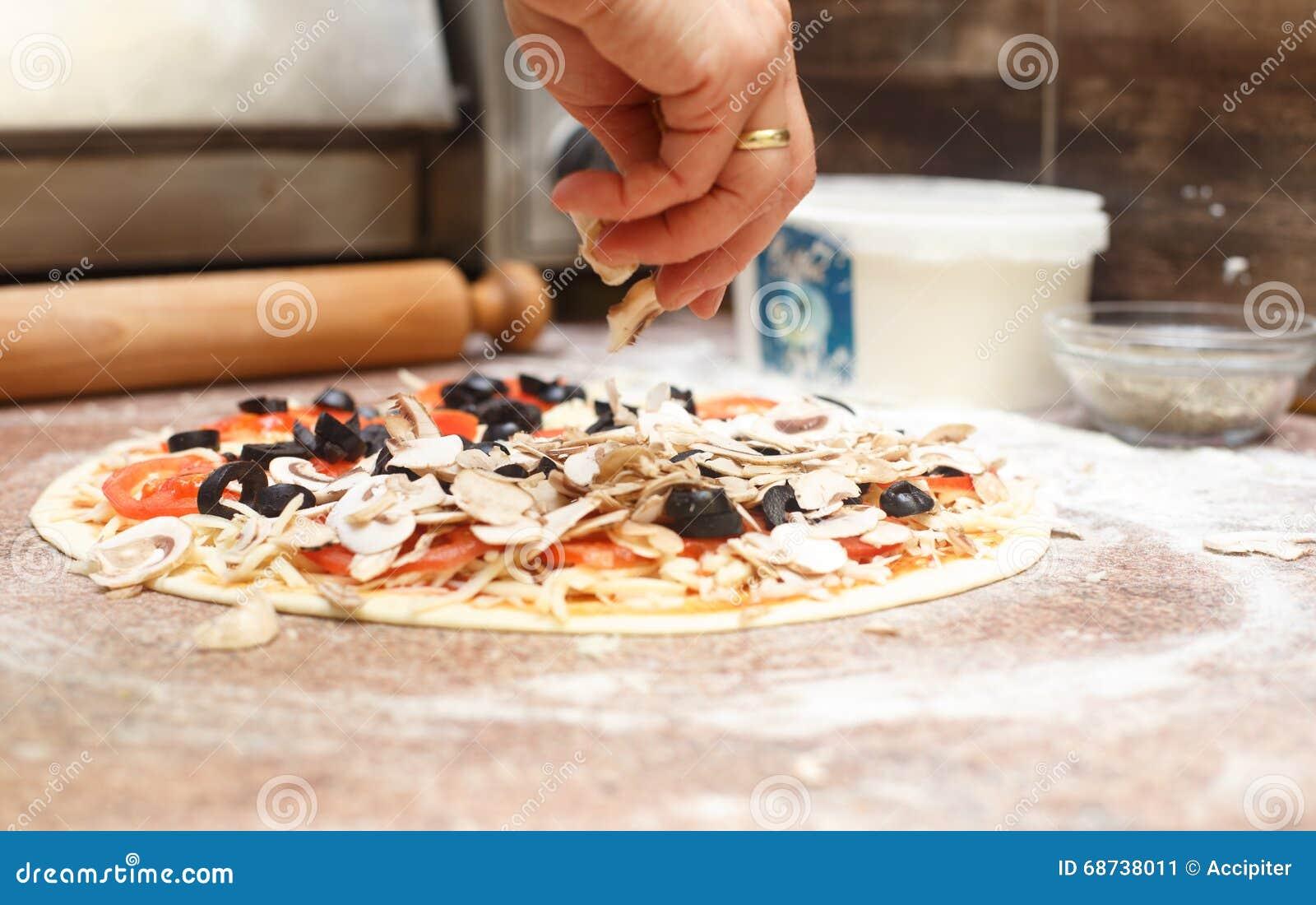 Making vegetarian pizza