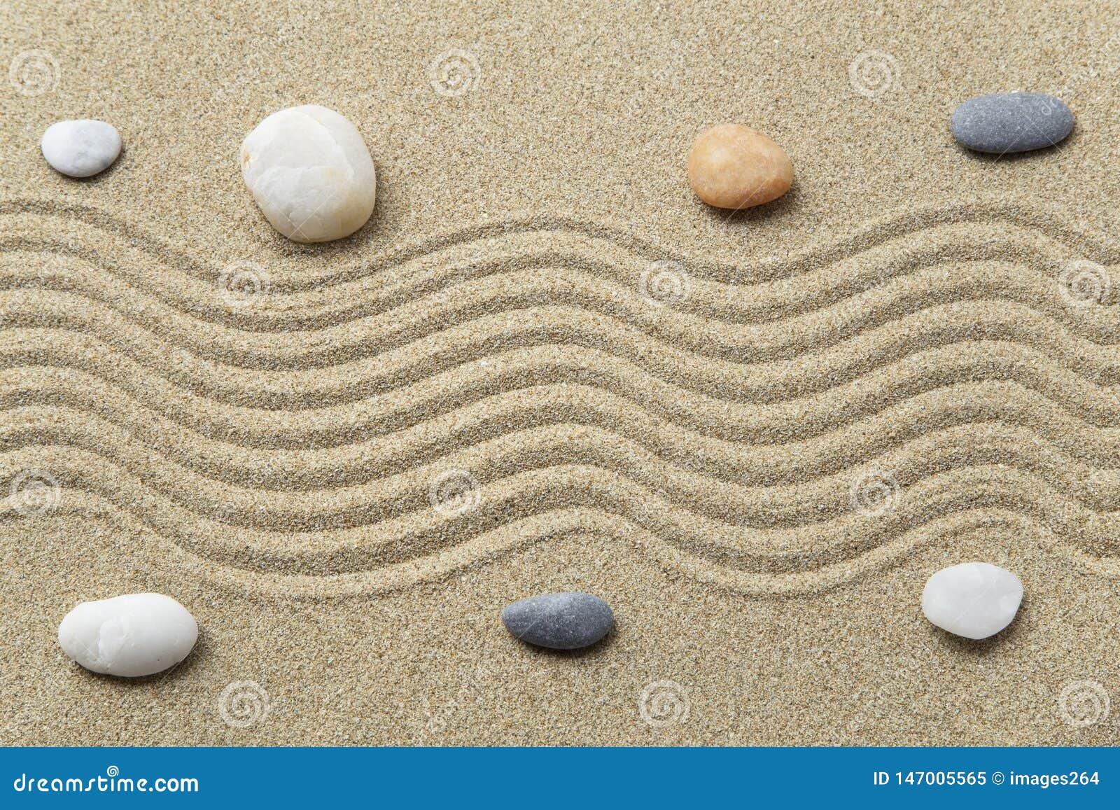 Makro grabij?cy ogrodniczego piasek ryzyka trzy kamienie zen
