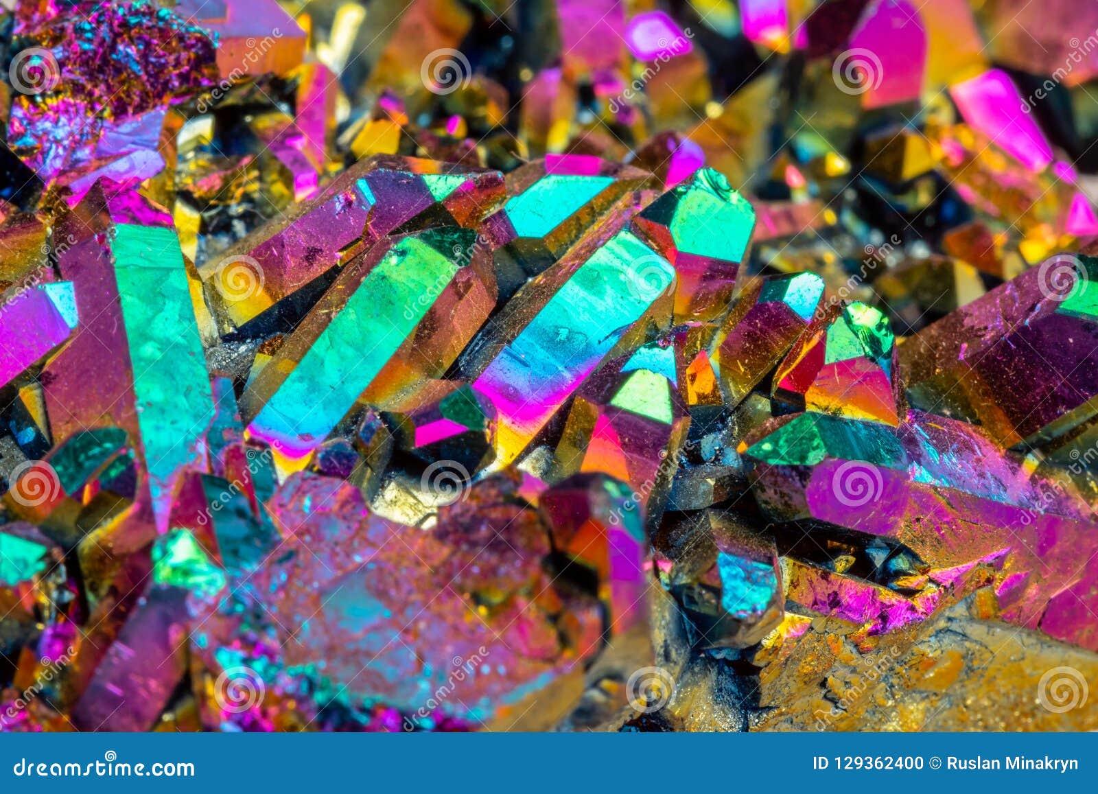 Makro- kopalina kamienia Titanium kwarc, płomień aury kwarc na whit
