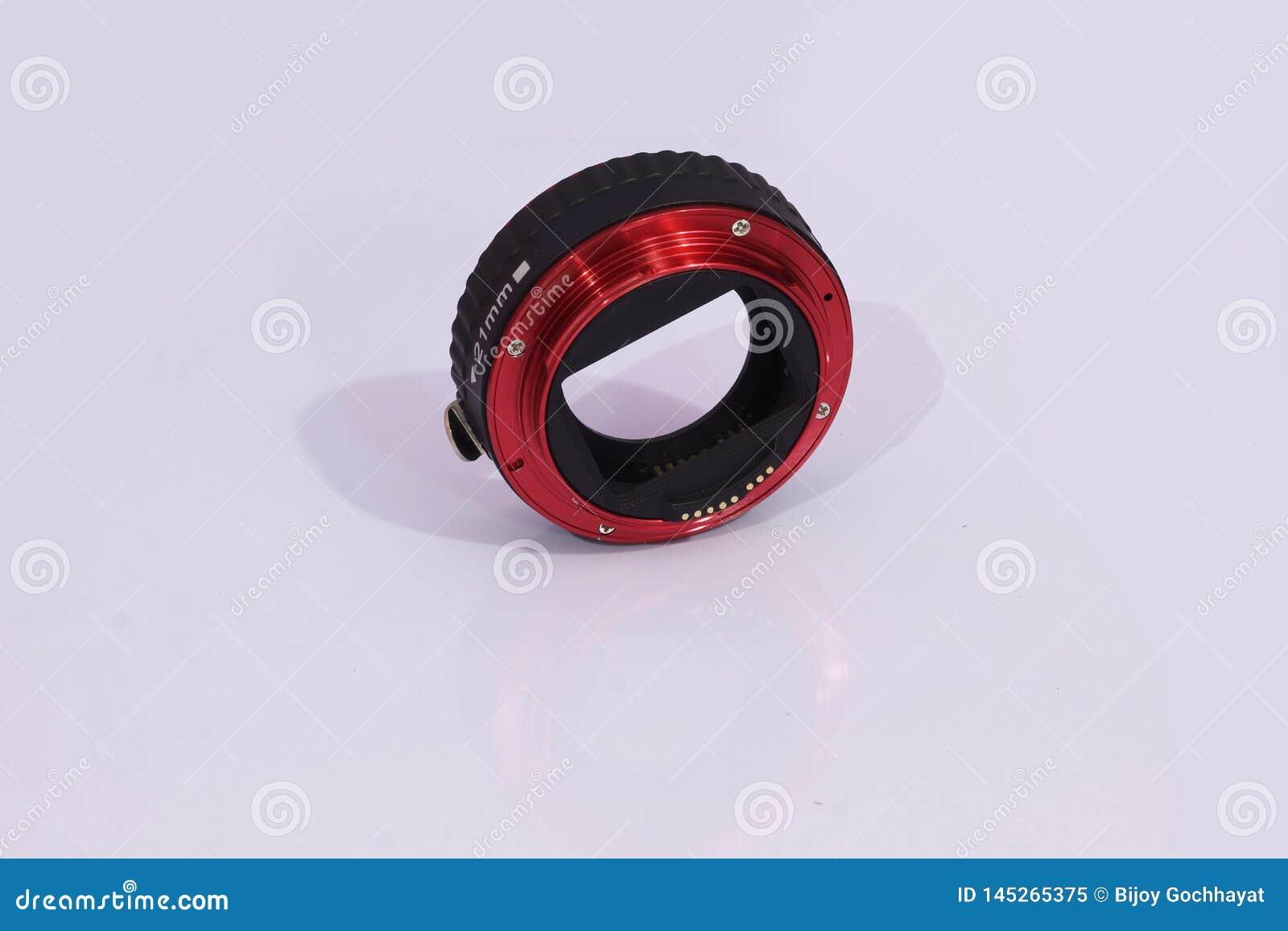 Makro- rozszerzenie tubki czerwień z białym tłem