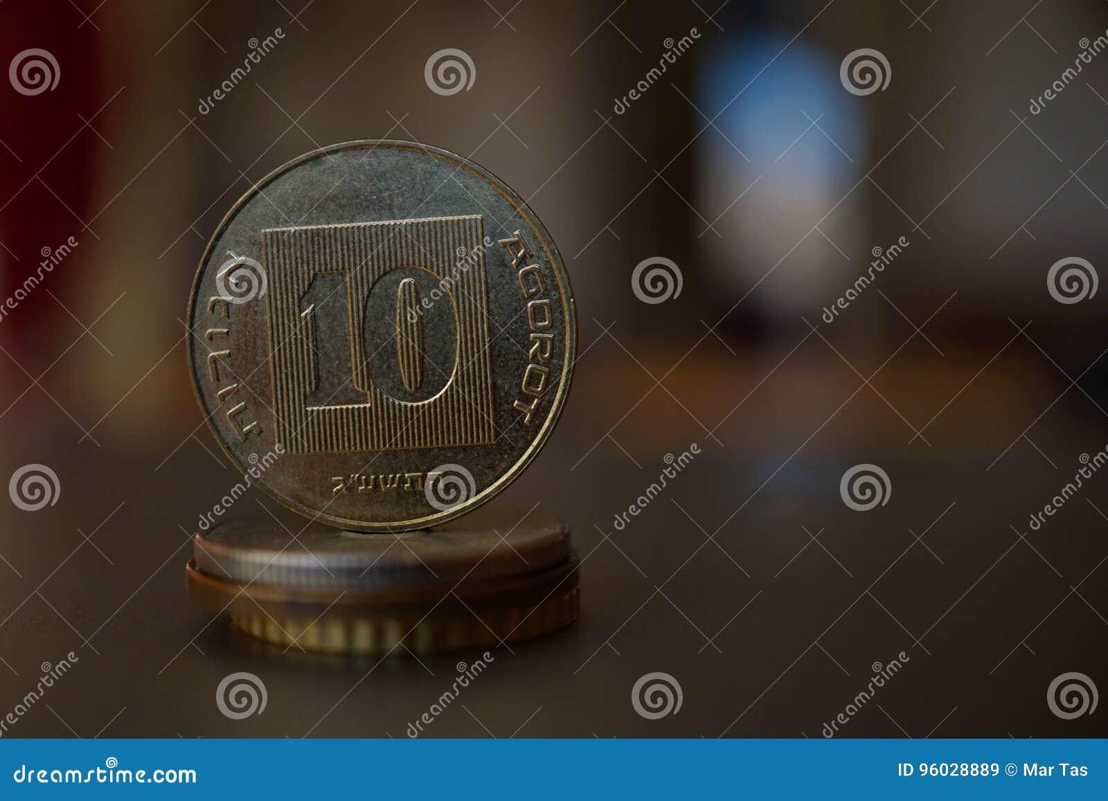 Makro- szczegół metalu izraelita moneta x28 &; 10 sykli/lów, dziesięć ILS& x29; na wierzchołku kolumna tworzył monety