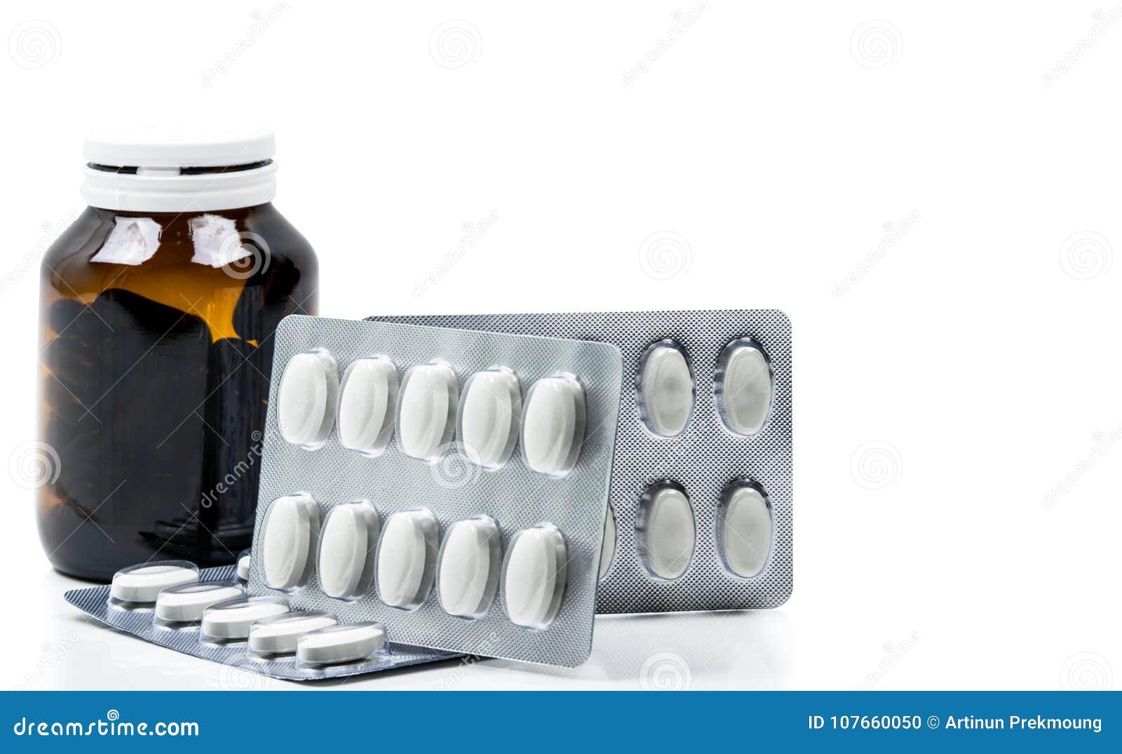 Makroen sköt av vitaminkapsel i bärnstensfärgad glasflaska