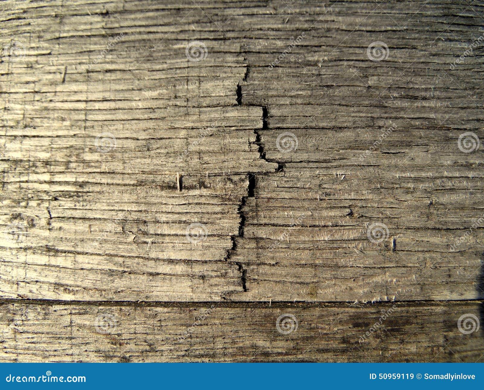 Makrotexturfotografi av sprickan i den Wood trumman