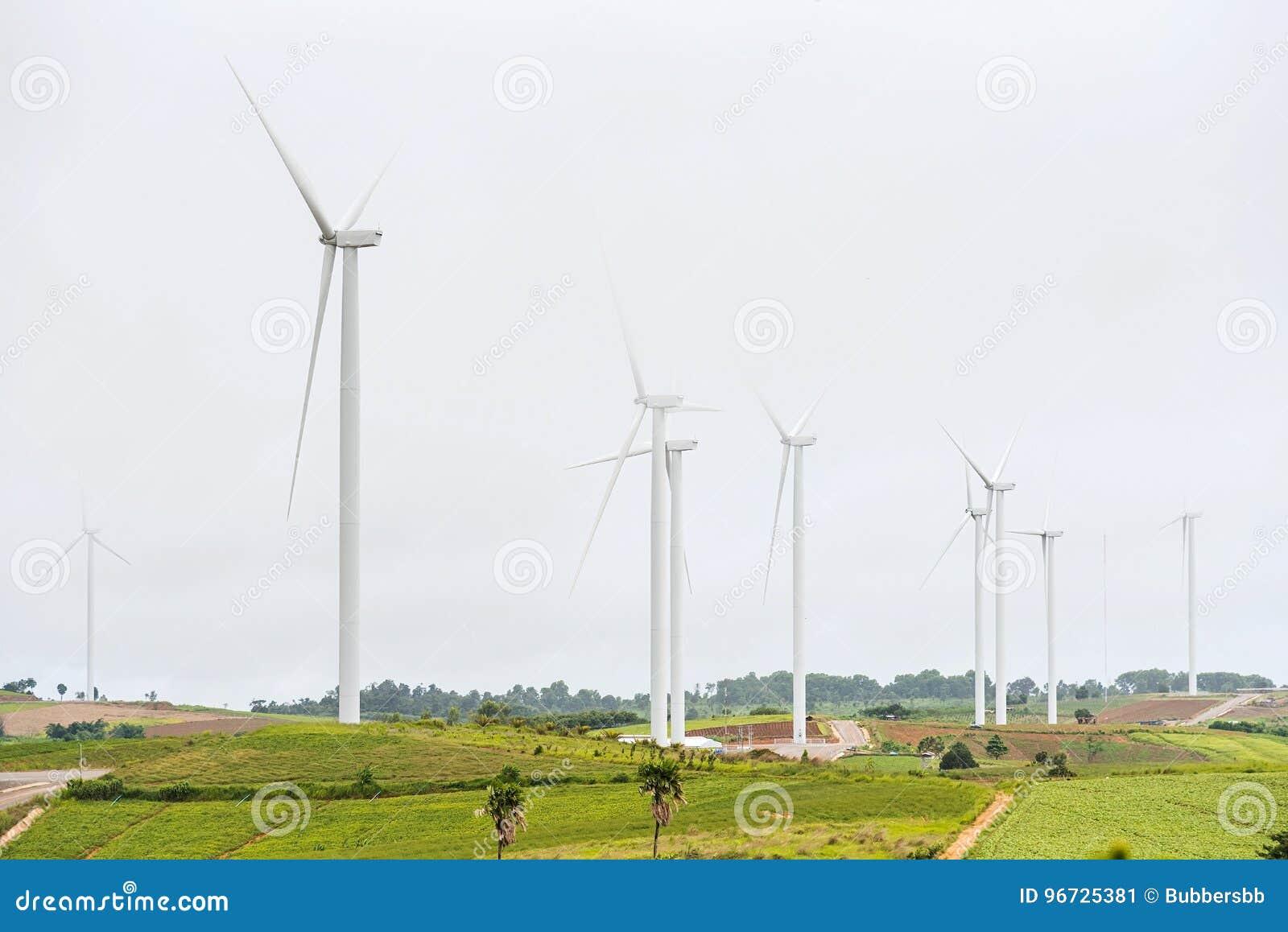 Makt av vindturbinen som frambringar ren energi för elektricitet med M