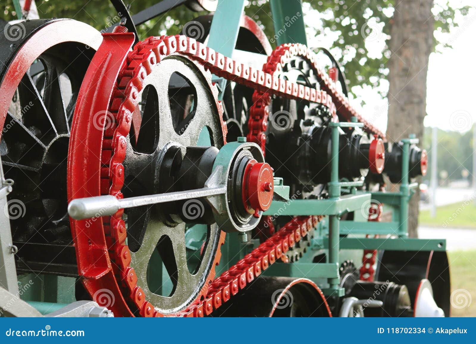 Maktenhet med hjul, svänghjul och kedjan Jordbruks- mekanism för att bearbeta för skörd Tung teknik Belägga med metall konstrukti