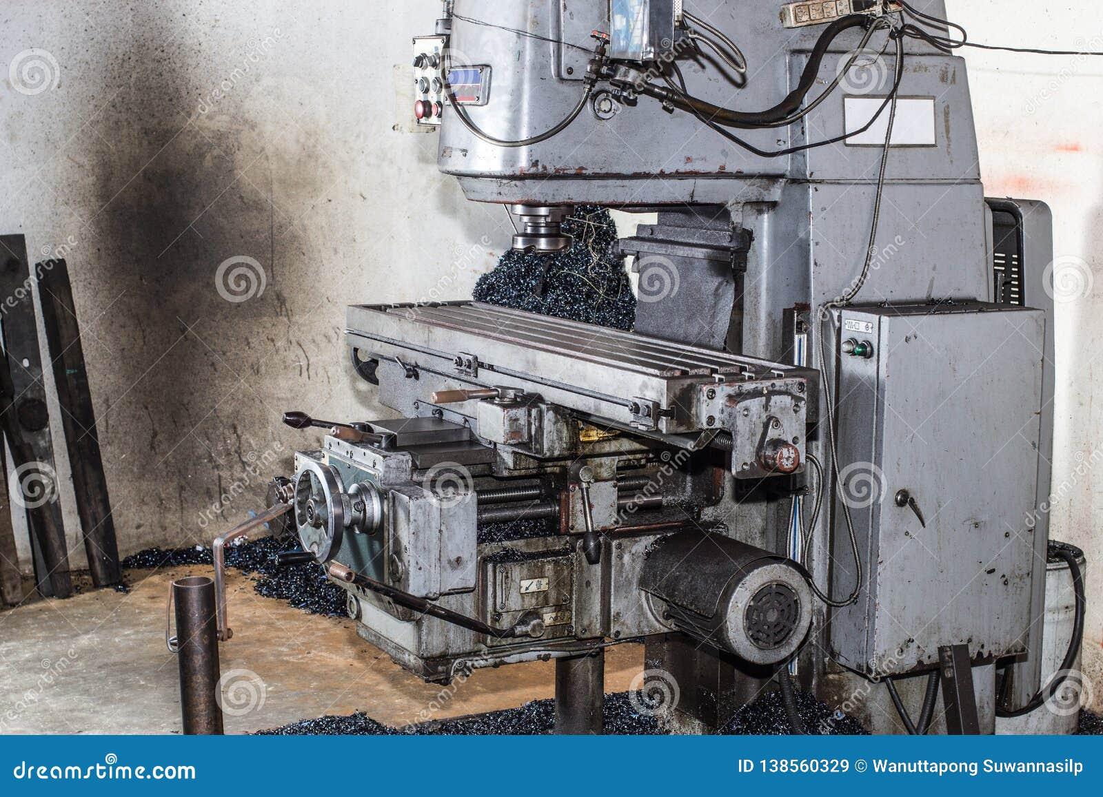 Mala och borra maskiner