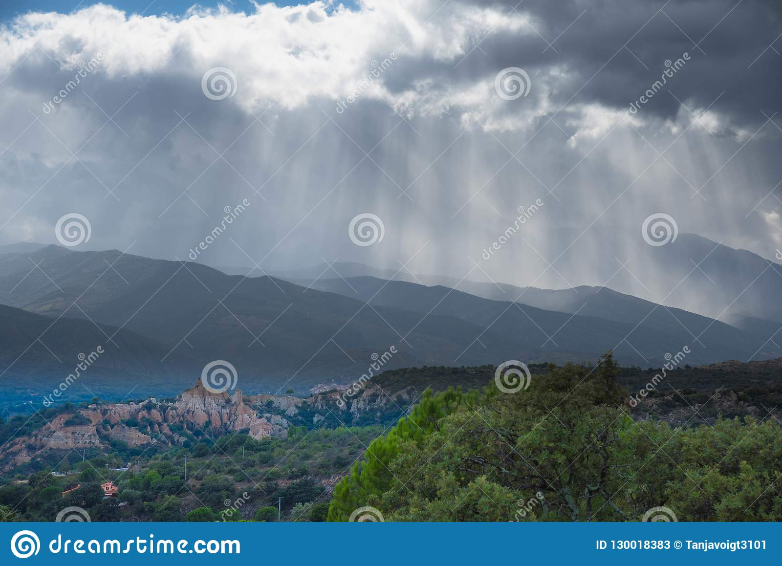 Malade-sur-Tet dans les montagnes de Pyrénées en France
