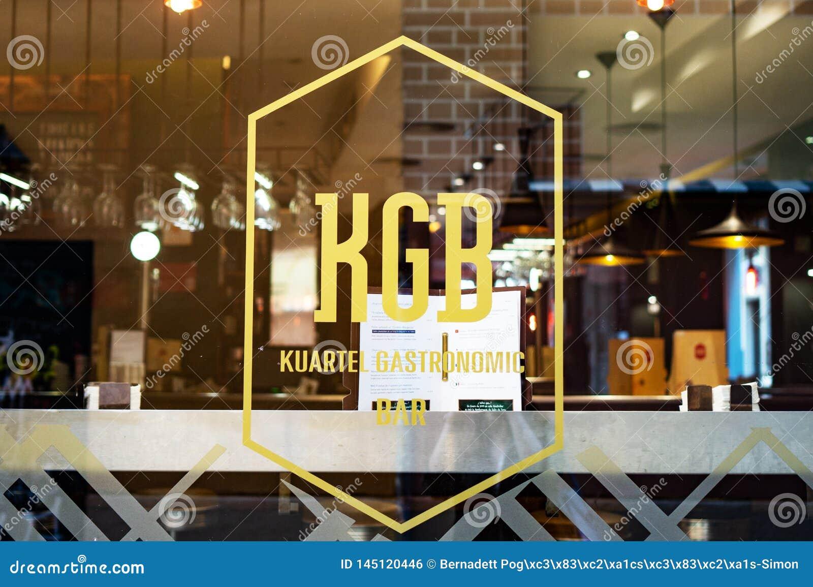 Malaga, Espanha 04 04 2019: Janela gastron?mico do restaurante da barra de Kgb Kuartel e para assinar dentro a Espanha de Malaga