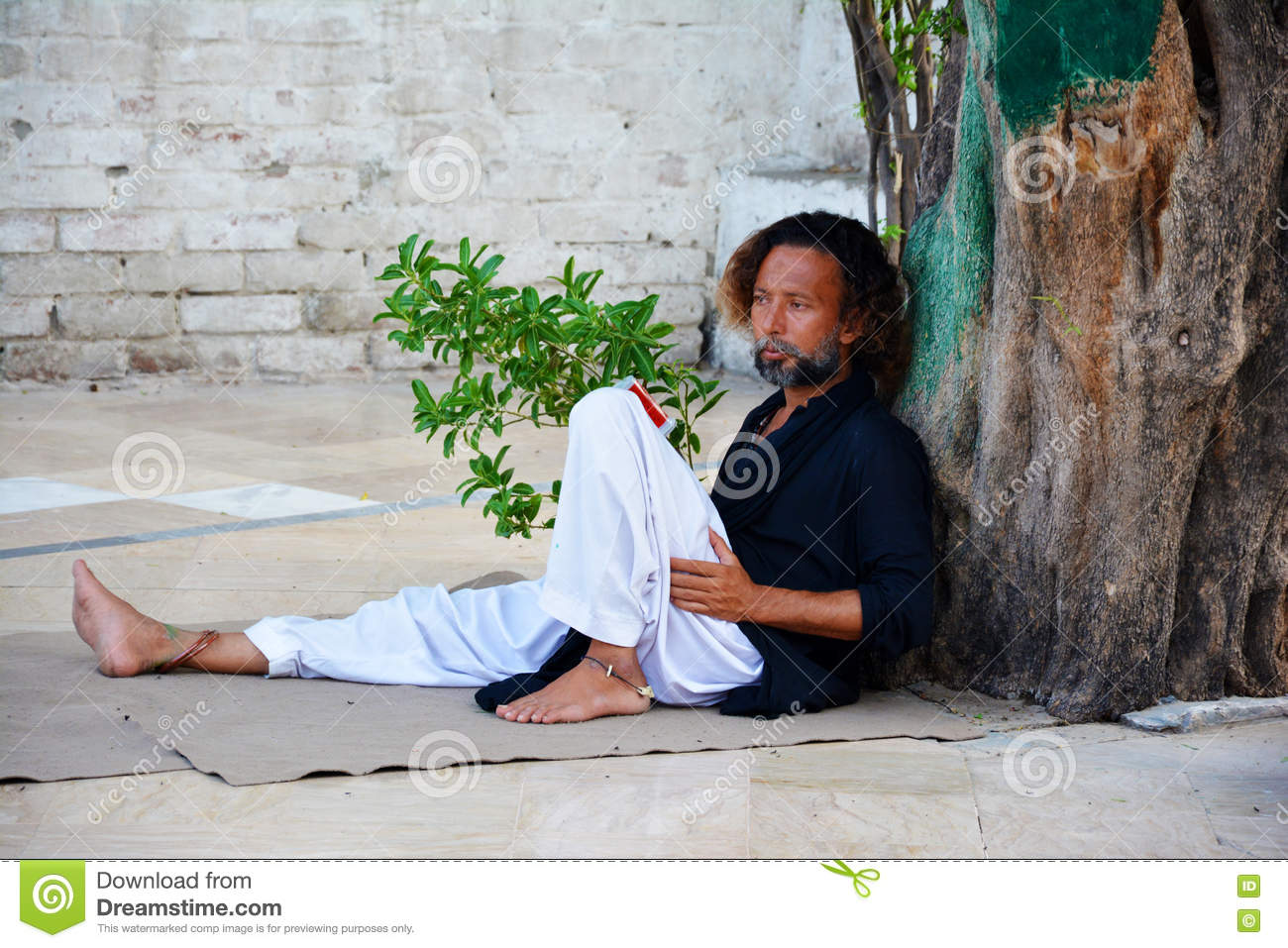 A Malang A Shrine Attendant At Baba Bulleh Shah Tomb Editorial Stock Photo Image Of Bulleh Kasur 80902263