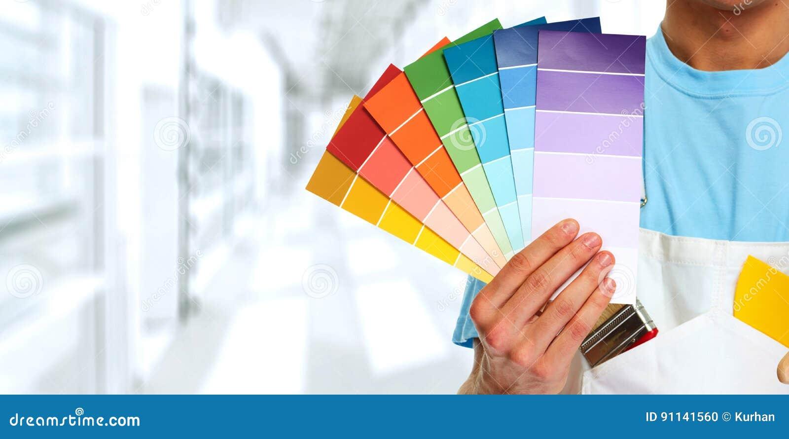 Malarz ręka z kolorami