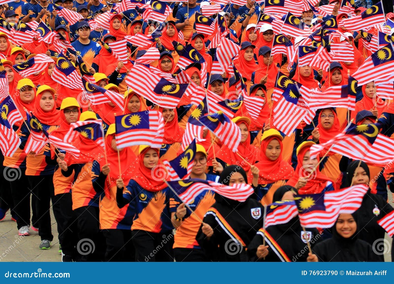 Malasios en la celebración malasia reciente del Día de la Independencia