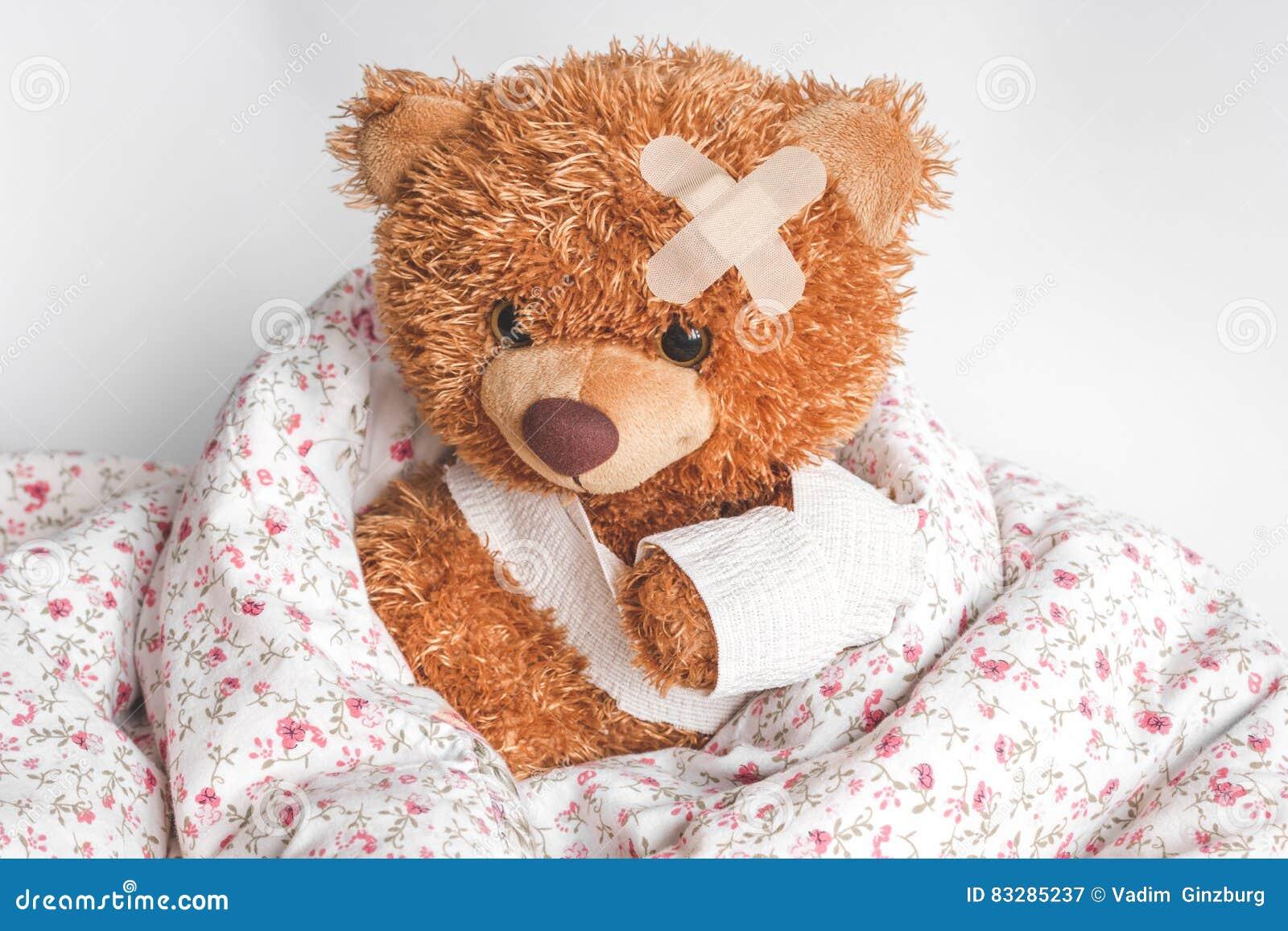 Malattie infantili dell orsacchiotto di concetto al fondo del tessuto