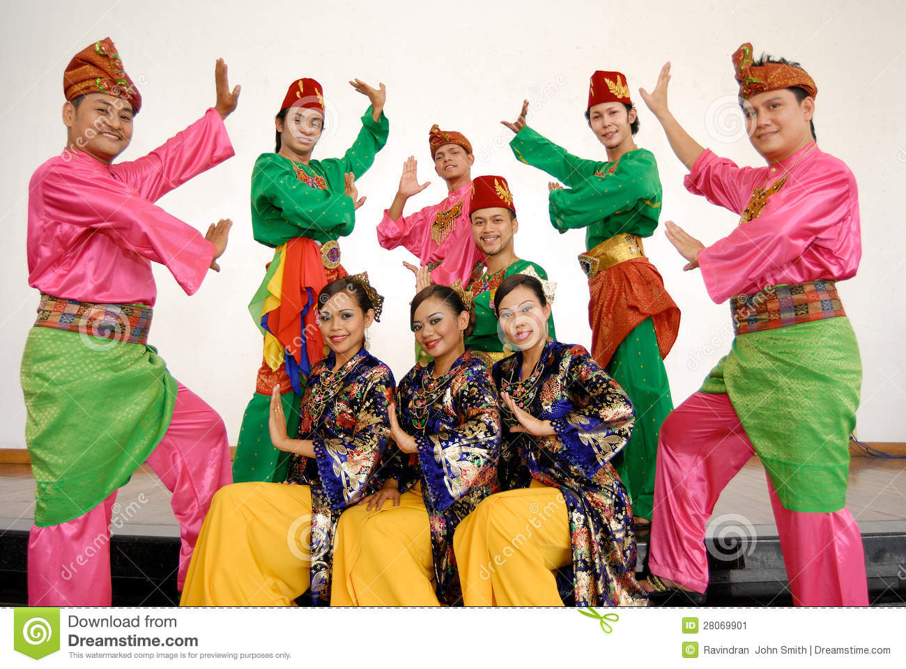 malaysia traditional dance The malaysian state of negeri sembilan means 'nine states' this is because it  did consist of nine, not states, but separate districts under the rule of nine.