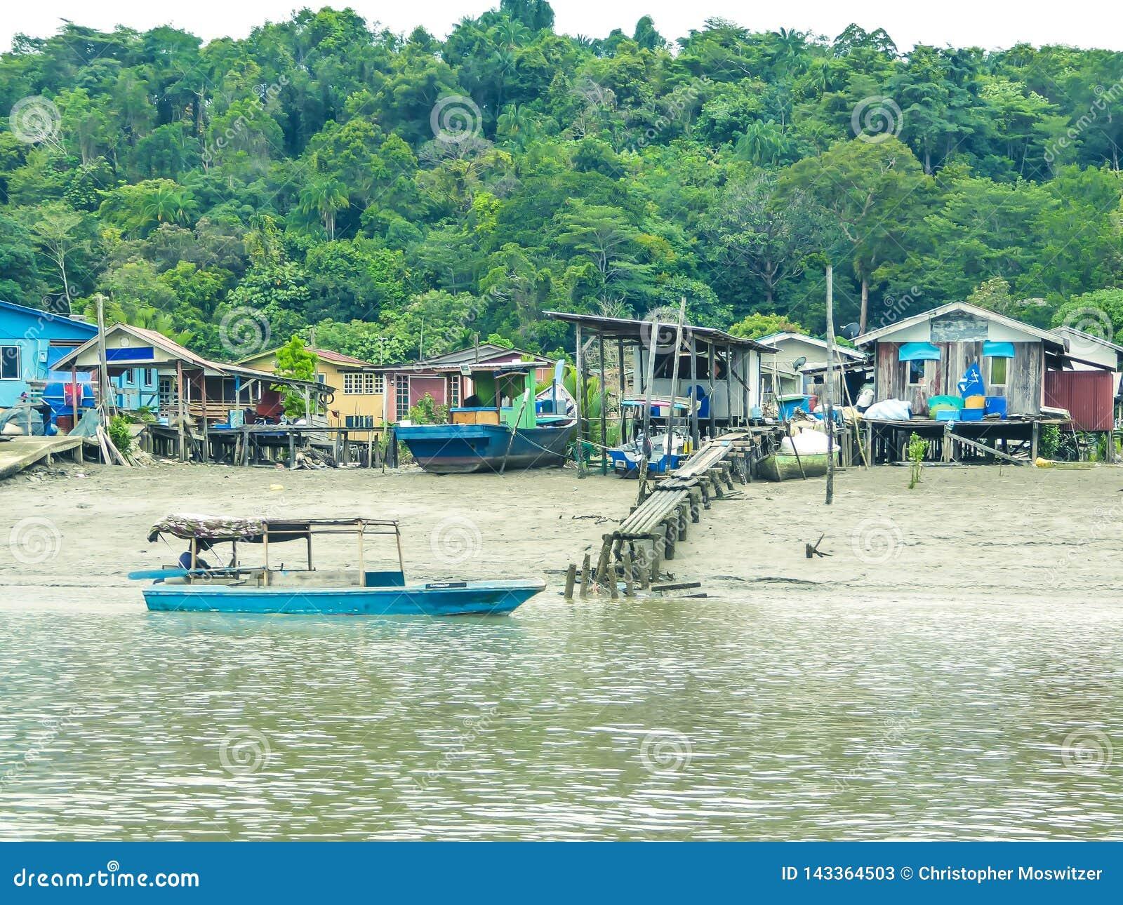 Malaysia - fartyg och by
