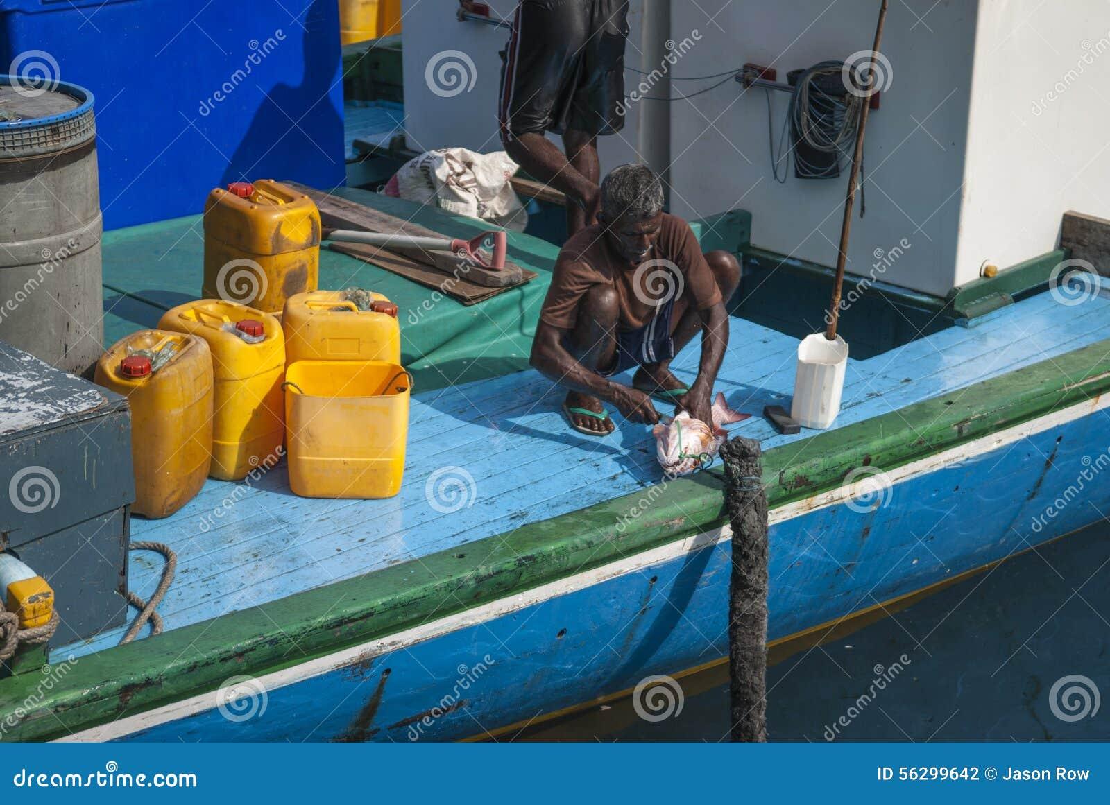 MALE/MALDIVES - 30 mars 2007 - pêcheurs dans le port du mA