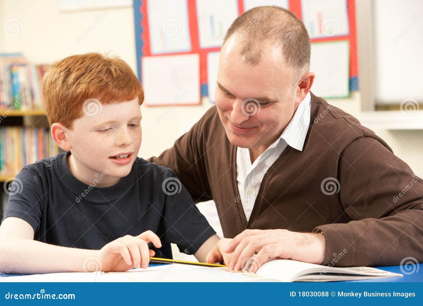 С учителем перед учениками 2 фотография