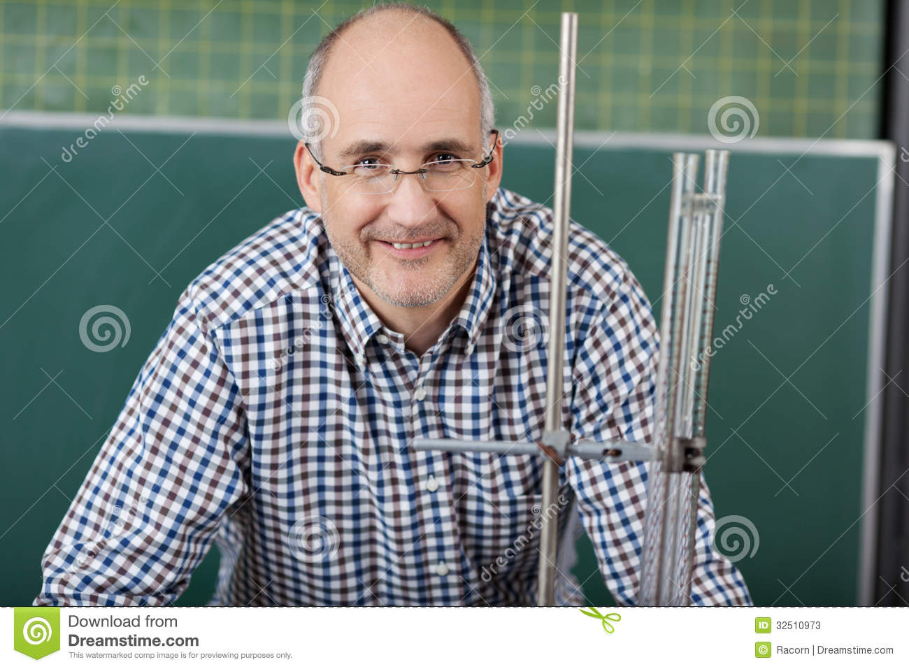 Male Teacher Giving Physics Lessons Stock Photos - Image: 32510973