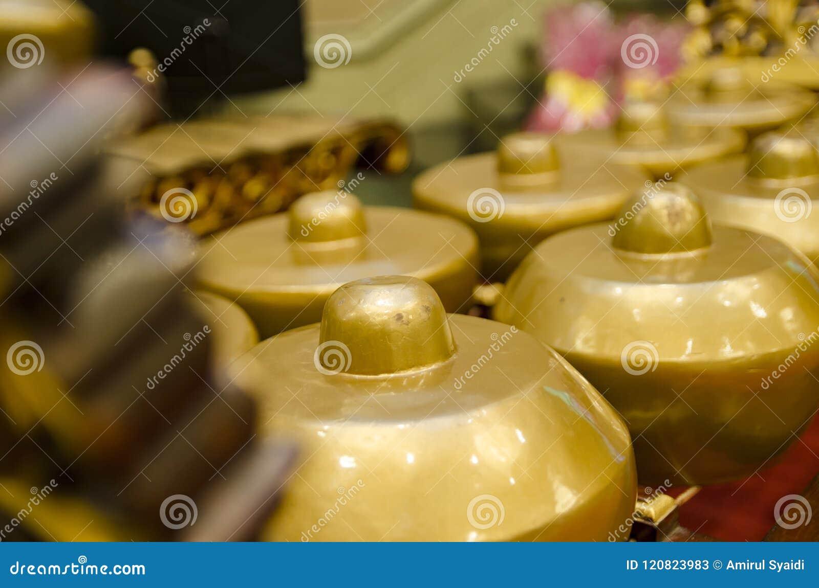 Maleis traditioneel muziekinstrument genoemd Gamelan