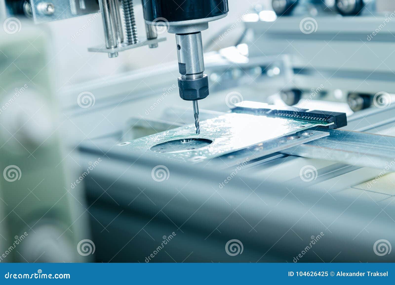 Download Malenmachine Die Aan Staaldetail Werken Stock Afbeelding - Afbeelding bestaande uit verwerking, proces: 104626425