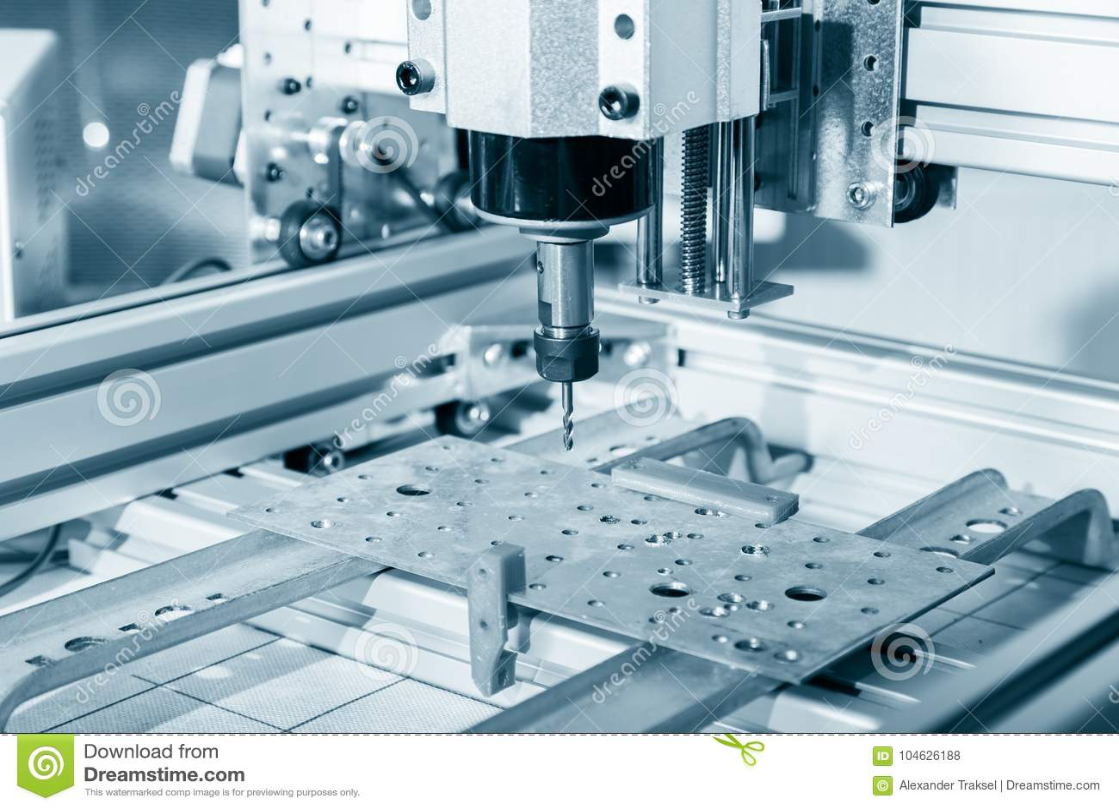 Download Malenmachine Die Aan Staaldetail Werken CNC Malenmachine Die, Snijdende Metaalbewerking Processn Werken Stock Foto - Afbeelding bestaande uit productie, snijder: 104626188