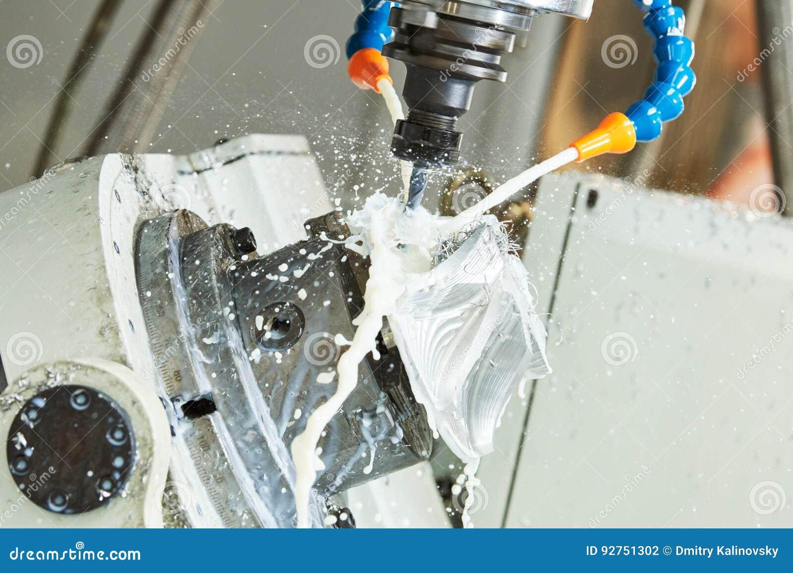 Malenmetaalbewerking CNC metaal die door verticale molen met koelmiddel machinaal bewerken