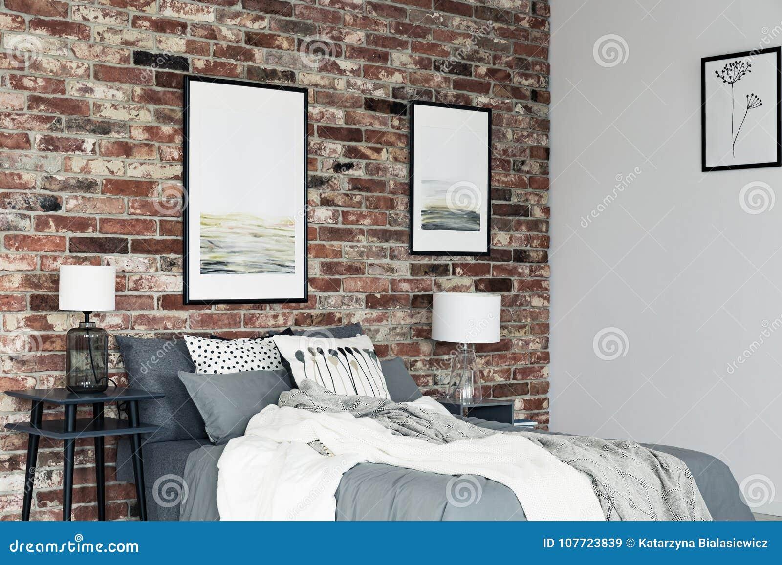 Malereien Im Gemutlichen Schlafzimmer Stockbild Bild Von