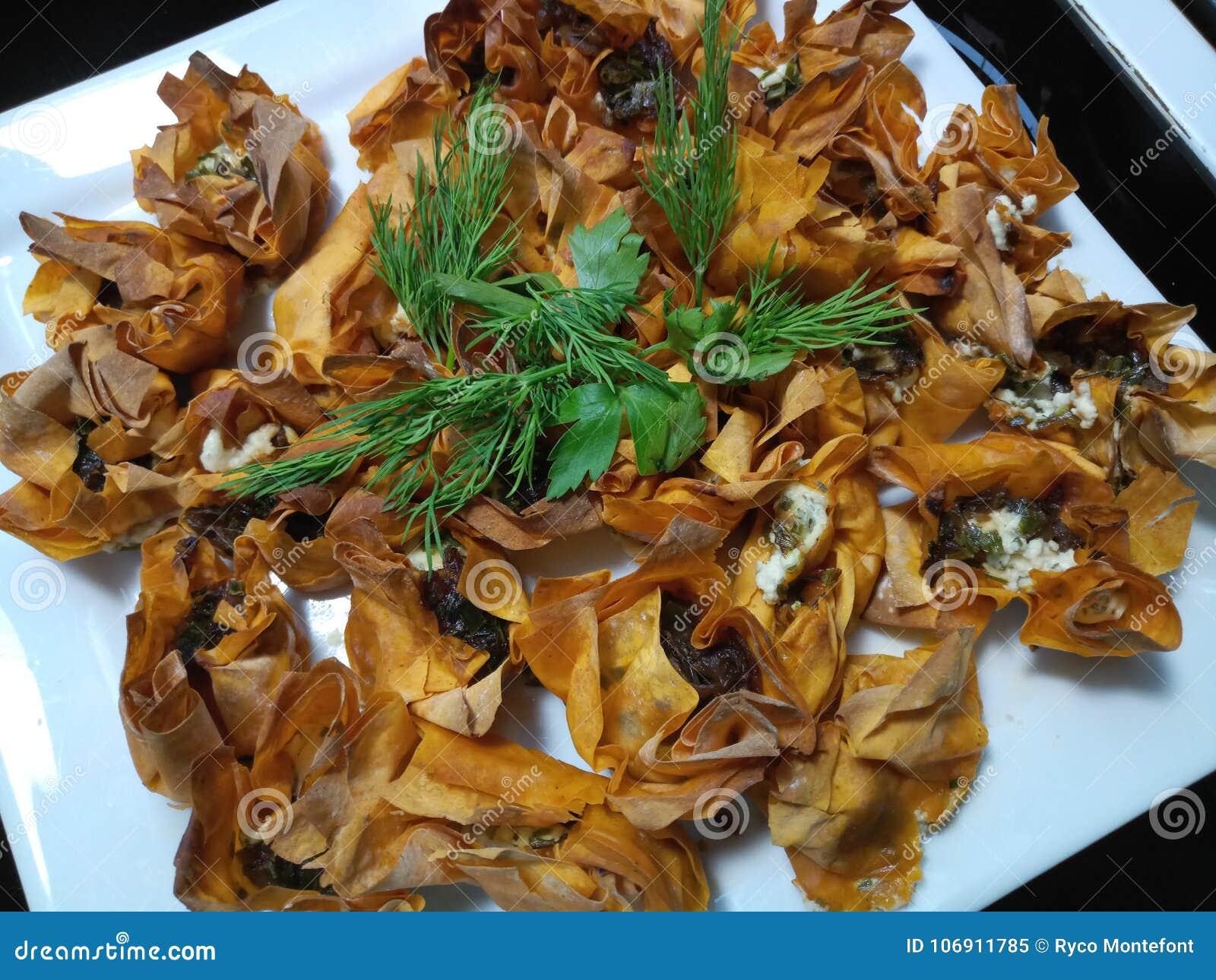 Mali gotujący serowi tartlets