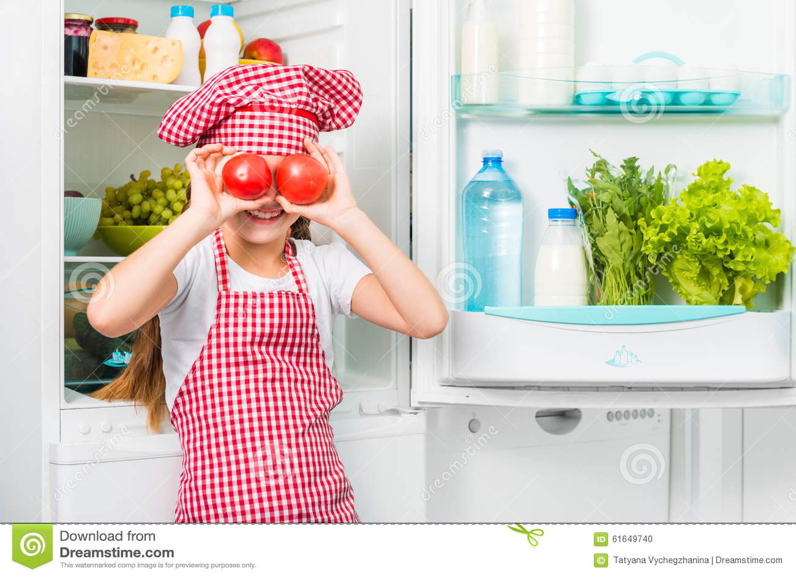 Mali kucbarscy dziewczyny holdin pomidory jak oczy