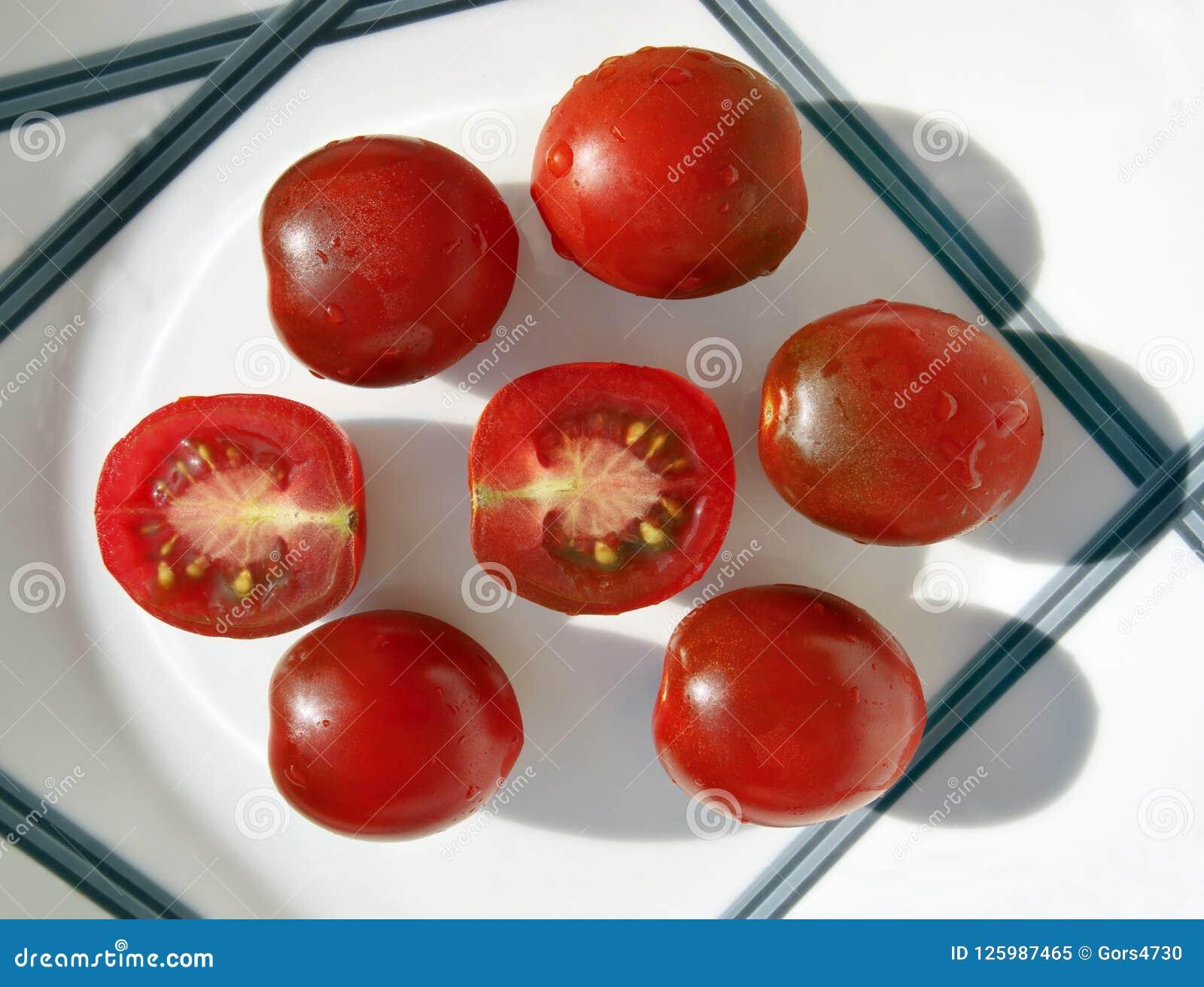 Mali kumato pomidory