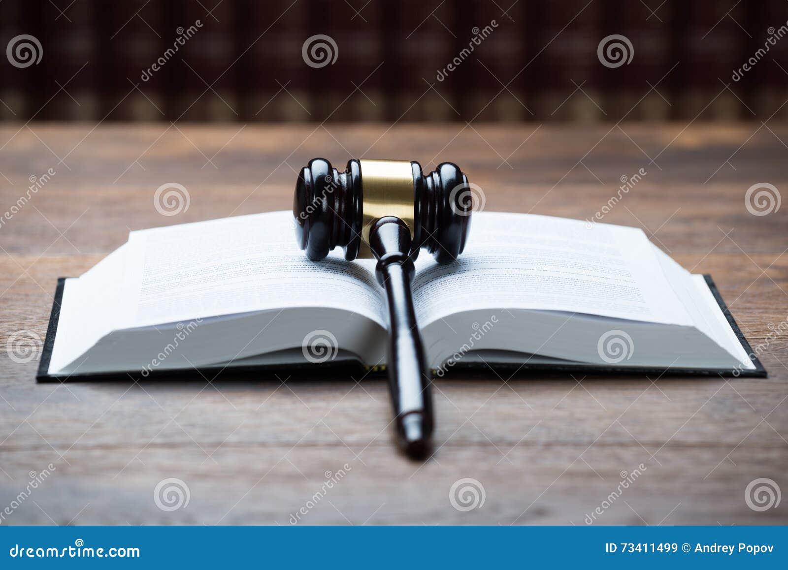 Mallet On Open Legal Book i rättssal