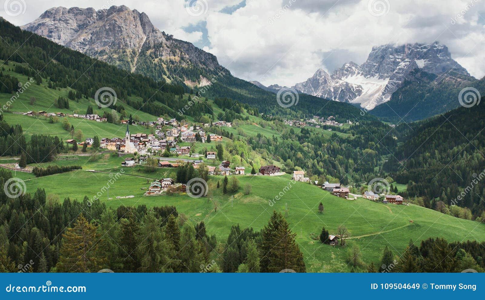 Malownicza wioska w Włoskich Alps