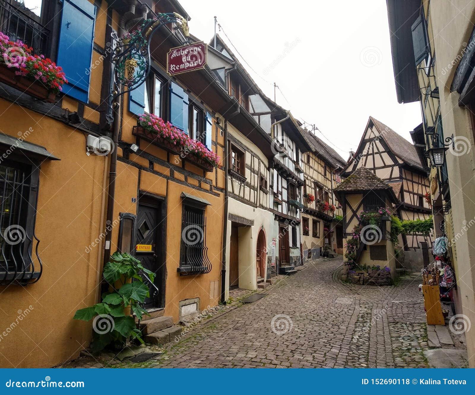 Malownicze aleje Eguisheim, Francja