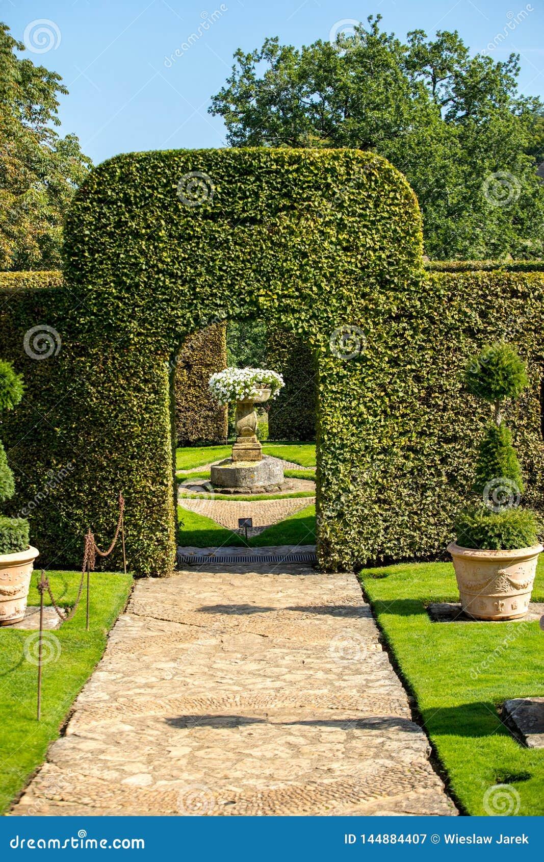 Malowniczy Jardins Du Manoir d Eyrignac w Dordogne