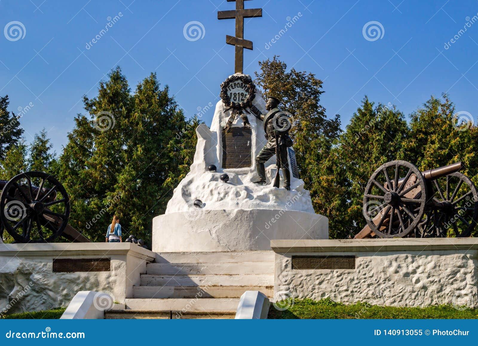Maloyaroslavets Ryssland - September 2018: Monument till hjältarna av kriget av 1812