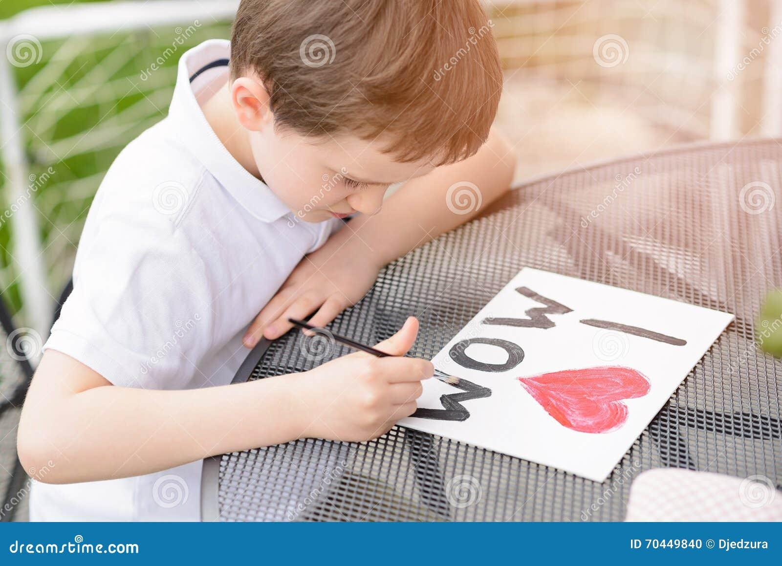 Malt Jähriger Junge 7 Grußkarte Für Mutter Stockfoto Bild Von Filz