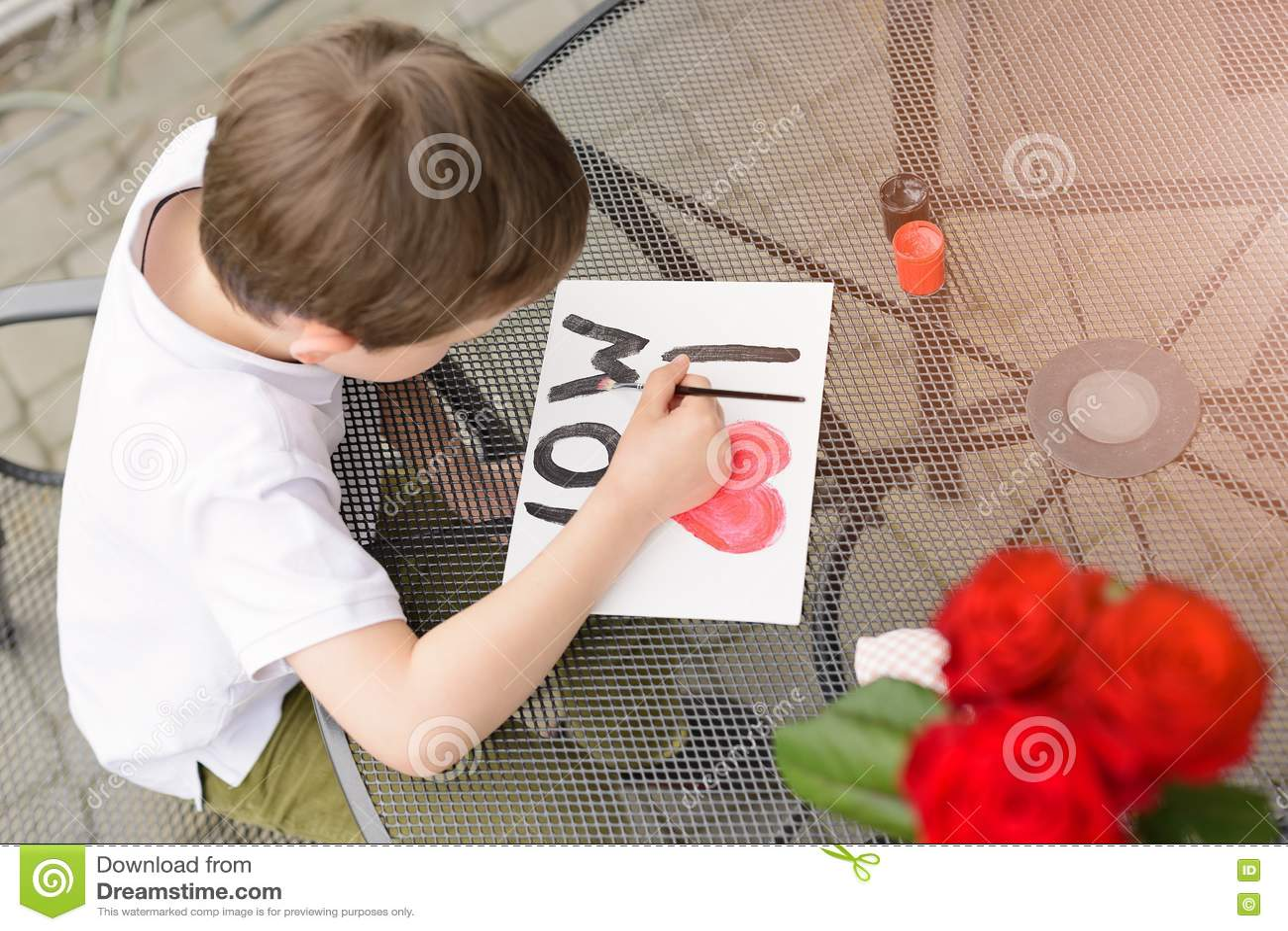 Malt Jähriger Junge 7 Grußkarte Für Mutter Stockfoto Bild Von
