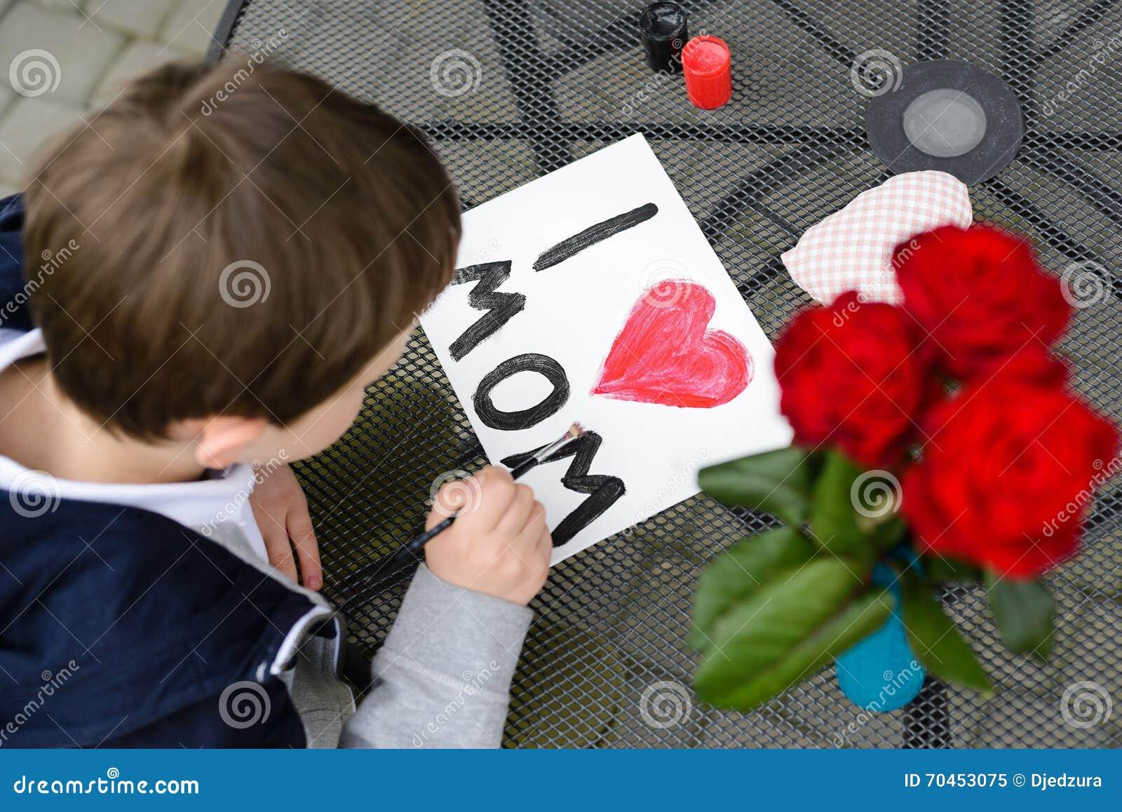 Malt Jähriger Junge 7 Grußkarte Für Mutter Stockbild Bild Von