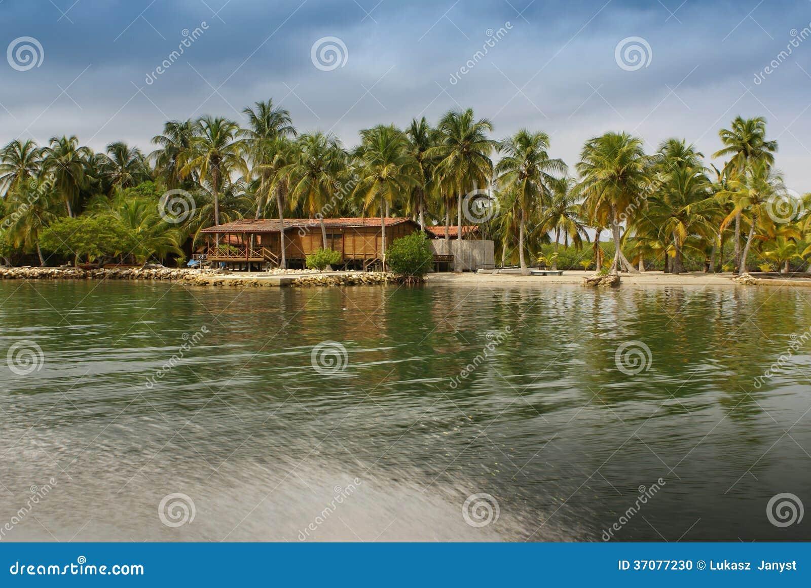 Download Malutka Wyspa W Karaibskim Archipelagu San Bernardo Blisko Tolu, Kolumbia Zdjęcie Stock - Obraz złożonej z morze, kolumbia: 37077230