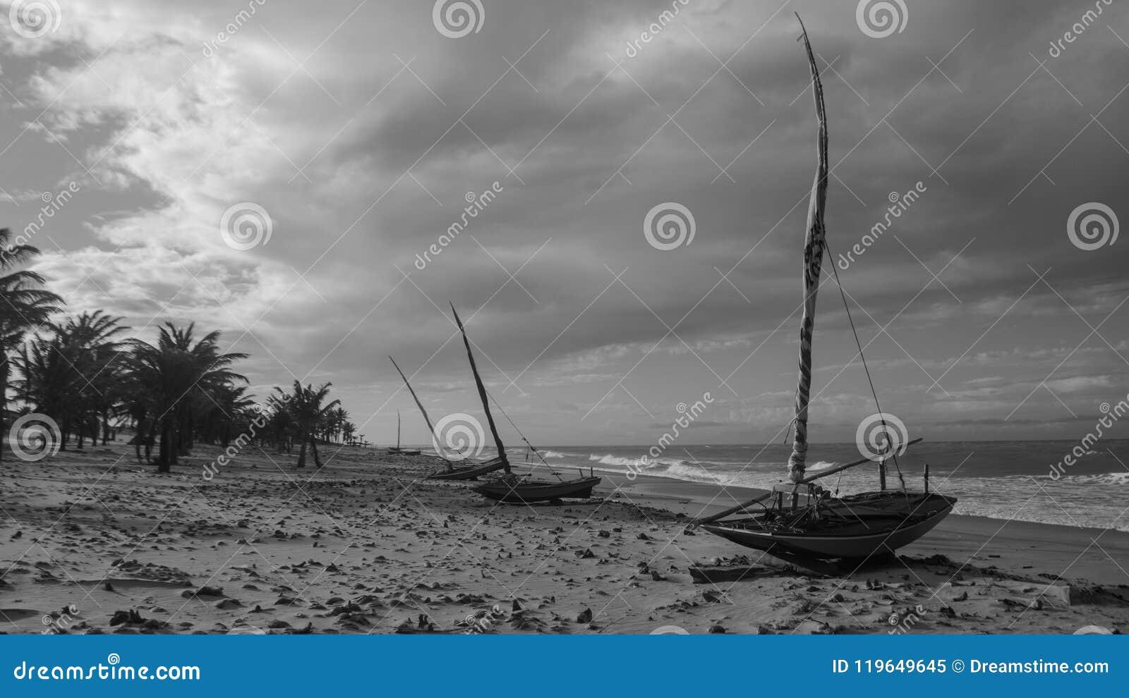 Malutkie łodzie wioska rybak: Caetanos De Baxo