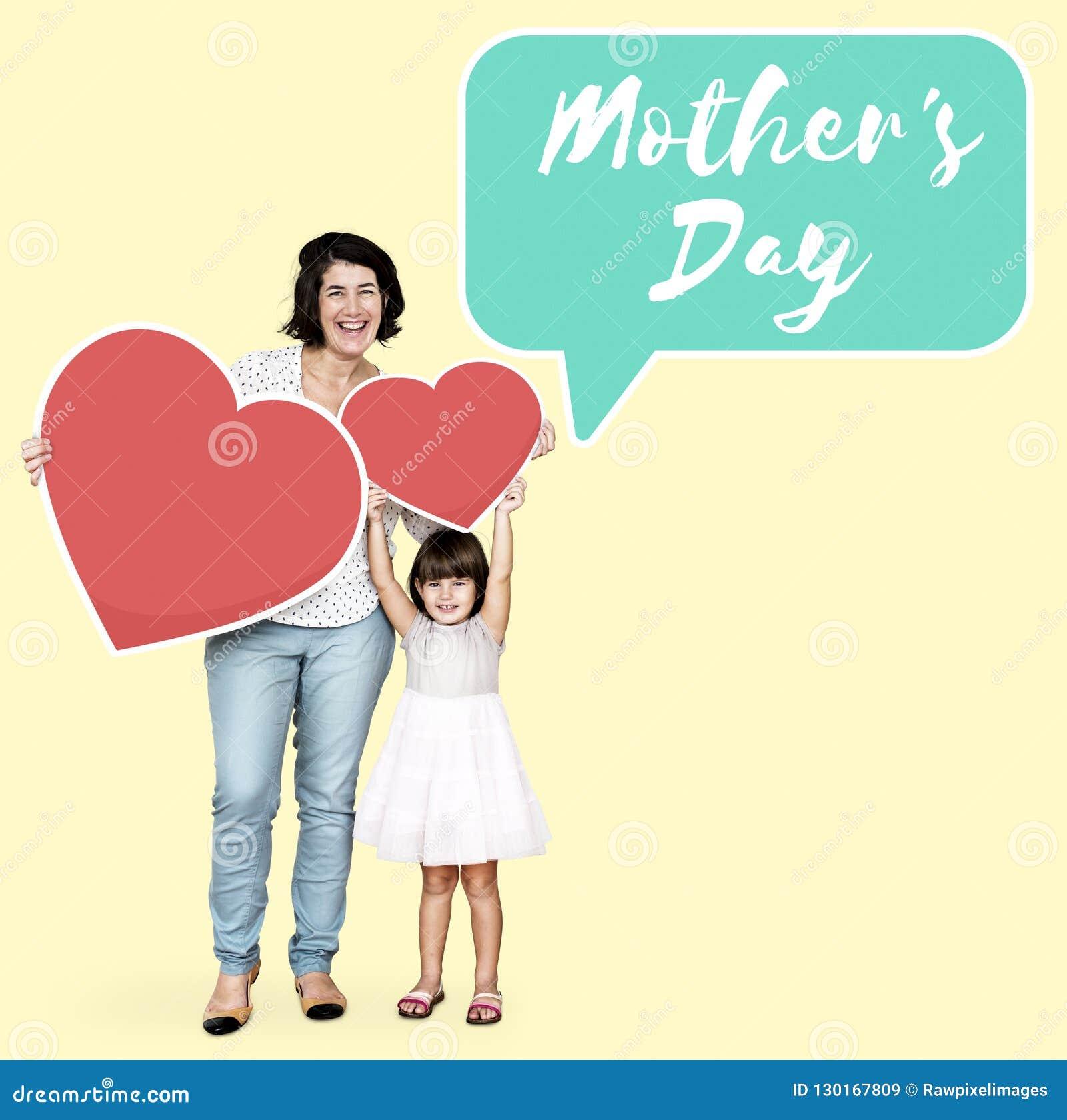 Mamá e hija que celebran el día de madre